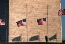 صورة ترامب يأمر بتنكيس الأعلام حدادا على وفاة نائب في الكونغرس