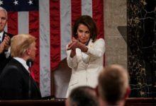 صورة بيلوسي تحيل لائحة اتهامات ترامب لمجلس الشيوخ يوم الاثنين