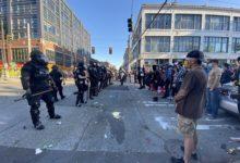 صورة بالفيديو.. اعتقال 45 شخصا وإصابة 21 شرطيا فى اشتباكات بين الشرطة ومحتجين بسياتل