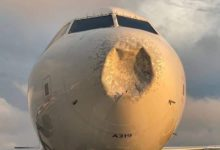 صورة بالصور.. طائرة تابعة لشركة دلتا تهبط اضطراريا في نيويورك بعد انبعاج مقدمتها