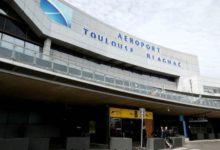 صورة احتجاز أمريكي في مطار تولوز للاشتباه بقتله زوجته الفرنسية