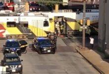 صورة بالفيديو.. مصرع سيدة وإصابة رجل وطفل بعد اصطدام ترام بسيارتهم فى بالتيمور