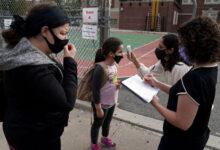 صورة بالصور.. طلاب المرحلة الابتدائية بنيويورك يعودون إلى المدارس لأول مرة منذ 13 مارس الماضى