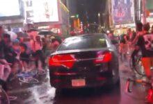 صورة بالفيديو.. سيارة تخترق المتظاهرين في ميدان تايمز سكوير بنيويورك