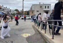 صورة بالفيديو.. أمريكيون يرقصون فى طابور انتظار أمام مركز اقتراع انتخابات الرئاسة