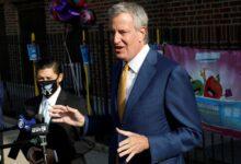 صورة نيويورك تغلق من جديد.. عمدة المدينة يعلن 9 رموز بريدية لأحياء سيتم إغلاقها