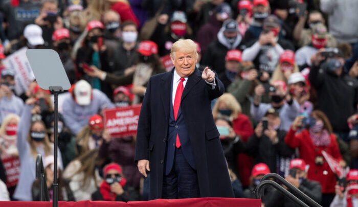 صورة ترامب يجمع تبرعات بملايين الدولارات للحزب الجمهوري.. هل ما زال يتمتع بنفوذا قويا في أمريكا؟