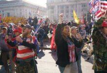 صورة بالفيديو والصور.. ترامب يظهر وسط الآلاف من أنصاره المحتشدين في العاصمة واشنطن