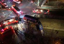صورة بالفيديو.. حافلة تسقط من كوبري علوي في برونكس بنيويورك
