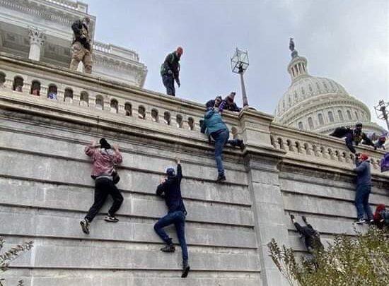 صورة اعتقال رجل من نيويورك على خلفية اقتحام الكونغرس