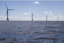 صورة بايدن يستهدف توليد الكهرباء من توربينات بحرية.. وطواحين هواء لإنارة نيويورك