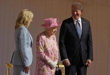 صورة بايدن: الملكة اليزابيث ذكرتني بأمي وسألتني عن زعيمين