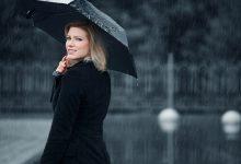 صورة تحذير من المشي تحت المطر: تفاقم الأمراض المزمنة