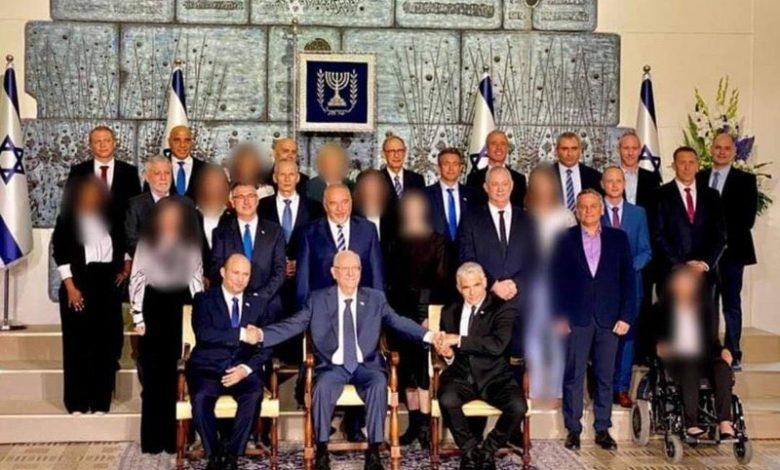 صورة صحيفة إسرائيلية تخفي وجوه الوزيرات في الحكومة الجديدة : «حرام شرعًا»