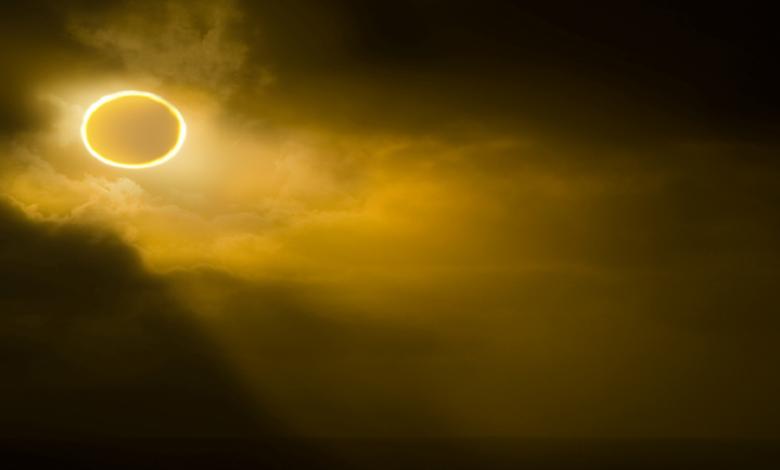 صورة لا يفوتك.. القمر سيغطي 80% من قرص الشمس غدا فوق نيويورك لمدة ساعة