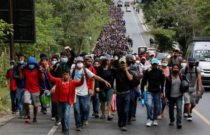 صورة ترحيل عدد من العائلات المهاجرة سرا من الولايات المتحدة