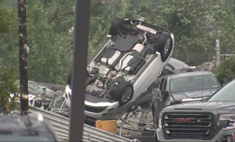 صورة بالفيديو.. اعصار «تورنيدو» يضرب بنسلفانيا ويدمر العديد من المباني والسيارات