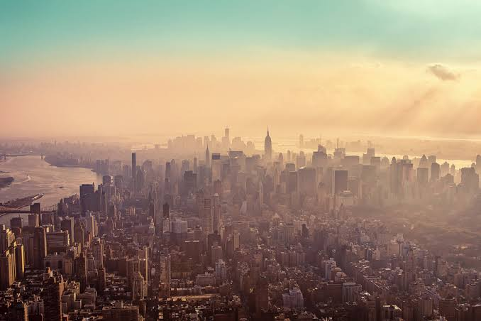 صورة بالصور.. نيويورك تعاني من تلوث هواء غير مسبوق يستمر لبضعة أيام