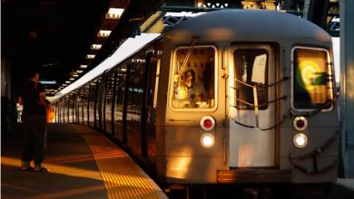 صورة تفاصيل وأسباب إغلاق نصف شبكة مترو أنفاق نيويورك ومعاناة مئات الركاب داخل القطارات