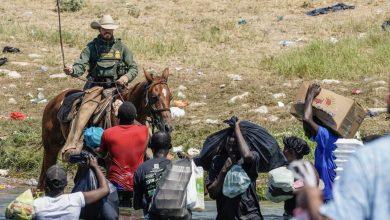صورة بايدن ينتقد تعامل عناصر حرس الحدود مع المهاجرين في تكساس : سيدفعون الثمن